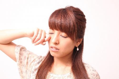 アレルギーによる肌や目のかゆみイメージ画像 肌や目がかゆいのはアレルギー!?アレルギーの原因とは【肌や目に不快な状態が続いたらアレルギーかも】